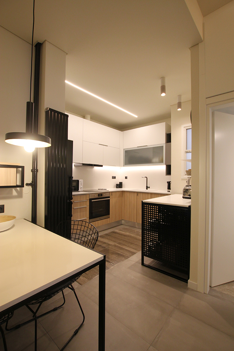 Guest Apartment in Exarchia - Dining table and kitchen